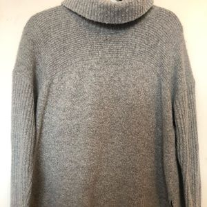 American Eagle Outfitters Grey Sweater SZ Large.
